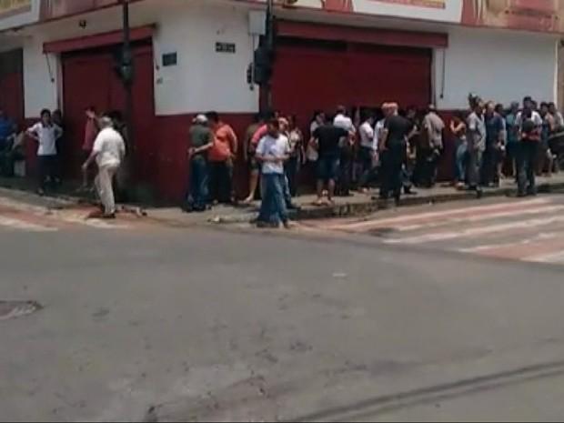 Dono de padaria morre baleado durante assalto em Passos (MG) (Foto: Hélder Almeida)
