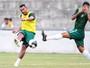 Zé Carlos tem estreia tímida em treino com bola no Santa e foca no físico