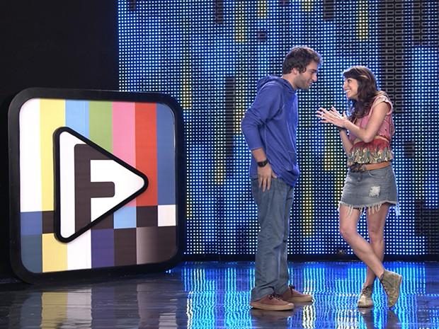 Manu e Davi lançam o sexto desafio do Filma-e: cante o Hino Nacional (Foto: Parker TV)