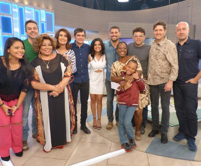 Fátima Bernardes com todos os convidados do programa (Foto: Viviane Figueiredo Neto / Gshow)