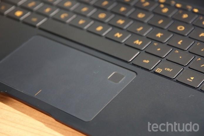 Touchpad no ZenBook 3 traz leitor de impressão digital (Foto: Fabrício Vitorino/TechTudo)