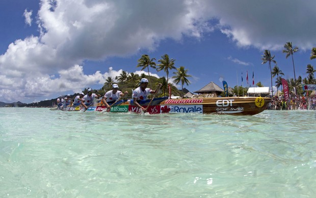 Canoa Polinésia corrida  Bora Bora (Foto: AFP)