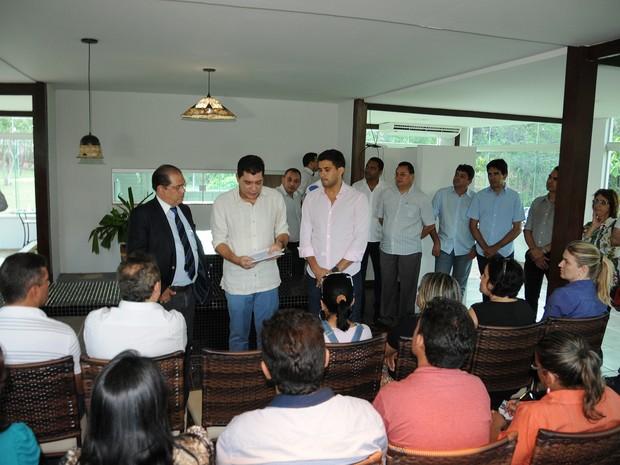 Prefeito de Palmas, Carlos Amastha, e reitor da UFT, Márcio Silveira, em evento de lançamento do edital (Foto: Valério Zelaya/Divulgação)