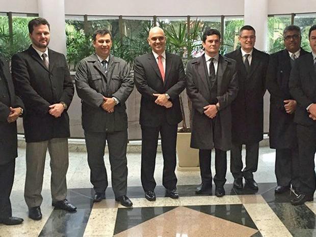 ministro da Justiça, Alexandre de Moraes, com integrantes da força-tarefa da Operação Lava Jato e o juiz Sérgio Moro (Foto: Christianne Machiavelli/Justiça Federal)