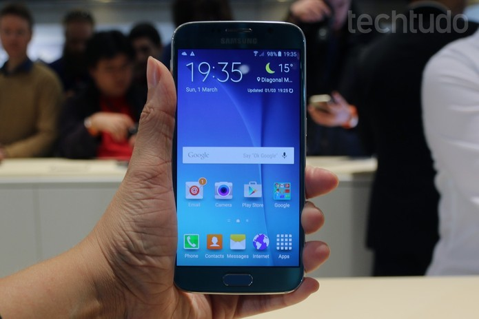 Galaxy S6, mais novo top de linha da Samsung, ganhou acabamento de metal (Foto: Isadora Díaz/ TechTudo) (Foto: Galaxy S6, mais novo top de linha da Samsung, ganhou acabamento de metal (Foto: Isadora Díaz/ TechTudo))