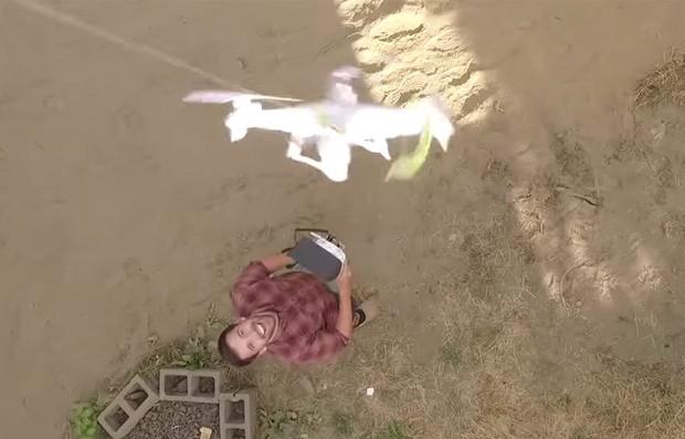 Harrisen Howes usou um drone para resgatar outro que havia ficado preso em telhado nos EUA (Foto: Reprodução/YouTube/Harrisen Howes)