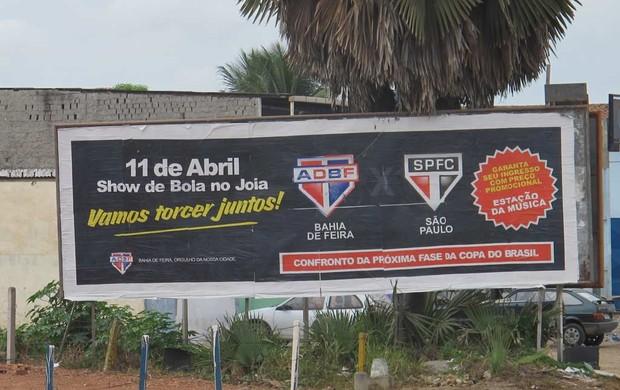 Outdoor confronto Bahia de Feira e São Paulo Copa do Brasil (Foto: Marcos Guerra / Globoesporte.com)
