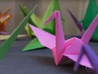 Pássaros de papel simbolizam a superação de Hiroshima e Nagasaki