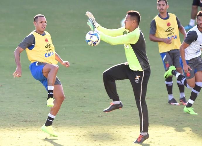 Luis Fabiano treino do Vasco (Foto: André Durão)