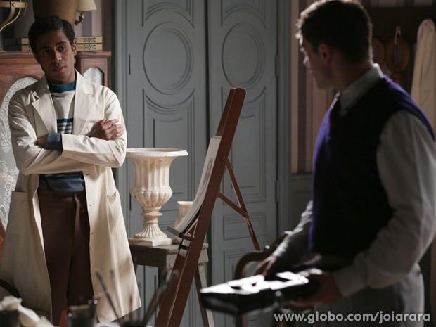 Artur percebe o interesse de Viktor em Sílvia (Foto: Fábio Rocha/TV Globo)