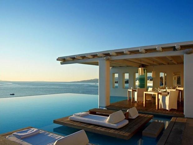 Piscina com borda infinita do hotel Cavo Tagoo em Mykonos (Foto: Reprodução)