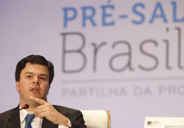 O ministro de Minas e Energia, Fernando Coelho Filho após leilão da Agência Nacional do Petróleo, Gás Natural e Biocombustíveis que partilha blocos do pré-sal (Foto: Tomaz Silva/Agência Brasil)