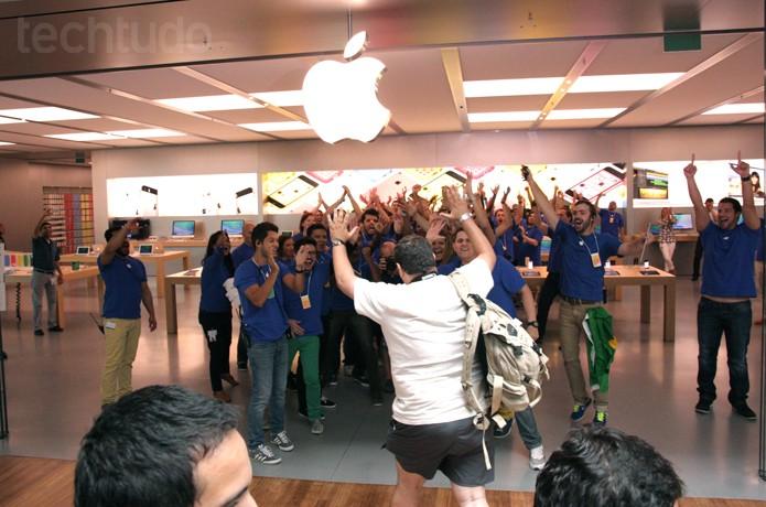 Apple Store foi inaugurada ao público nesta sábado, dia 15 (Foto: Allan Melo / TechTudo)