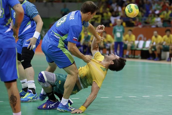 af47f7979a088 Brasil sofre na defesa e com parede da Eslovênia e perde a primeira ...