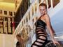 Renata Kuerten usa vestido sexy e deixa dúvida sobre uso de lingerie