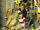 Luciano Huck leva os filhos a torneio de tênis