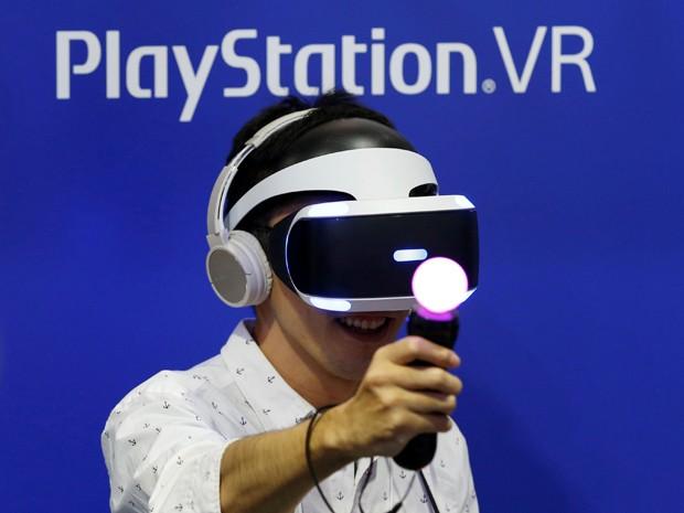 a01aea1c8546b Óculos de realidade virtual PlayStation VR foram desenhados para funcionar  com o console PS4 (Foto