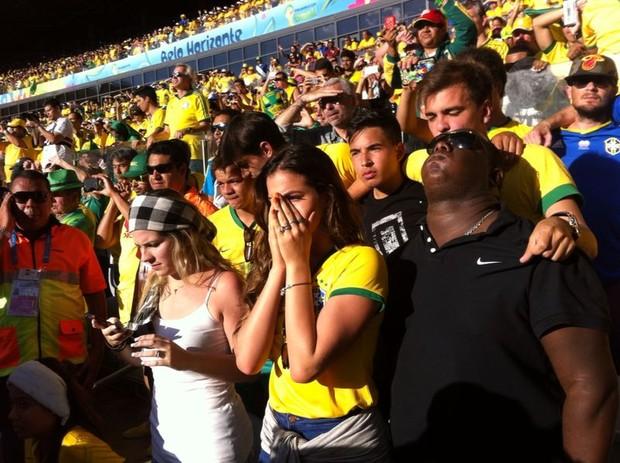 Bruna Marquezine no jogo do Brasil (Foto: Silvio Azevedo / O Popular)