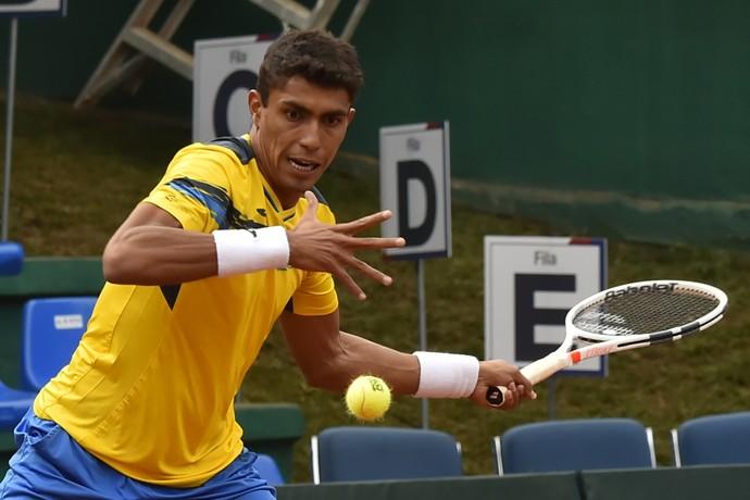 Thiago Monteiro na partida contra Roberto Quiroz pela Copa Davis (Foto: RODRIGO BUENDIA / AFP)