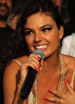 Sereia ouve de Mãe Marina que será cantora famosa (Foto: Divulgação / Rede Globo)