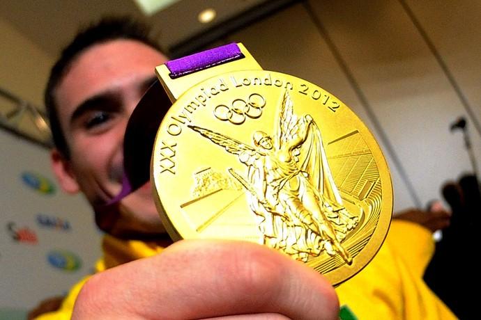 Arthur Zanetti  londres 2012 olimpadas desembarque (Foto: Marcos Ribolli/GLOBOESPORTE.COM)