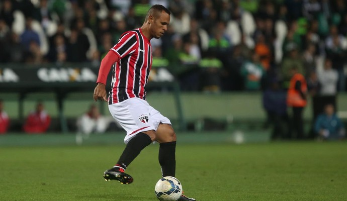 Luis Fabiano Coritiba x São Paulo (Foto: Rubens Chiri/saopaulofc.net)