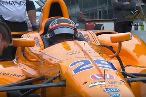 Fernando Alonso testa carro no oval de Indianápolis (Foto: Divulgação)