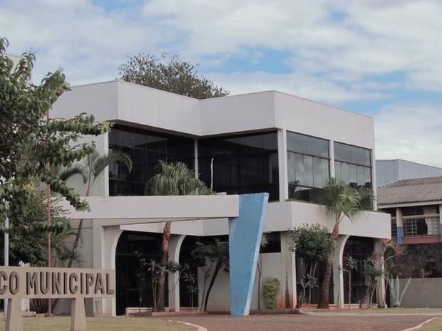 Vagas são para vários cargos na prefeitura de Quedas do Iguaçu (PR), como para arquiteto, assistente social, cuidador social, fonoaudiólogo, médico e vigia (Foto: Google / Reprodução)