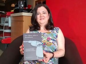 Livro Um Olhar sobre o jornalismo é lançado em Petrolina (Foto: Claúdio Gomes/ TV Grande Rio)