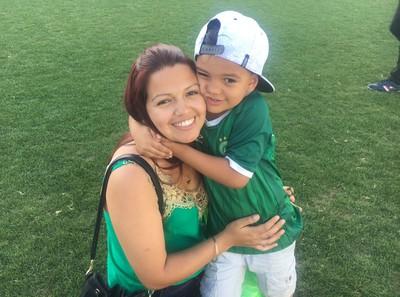 Mãe e índio Condá Chapecoense (Foto: Amanda Kestelman)