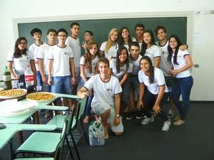 Nesta terça-feira (18), Antonio participou de uma festa de despedida na escola onde estudava  (Foto: Livia Tadioto/Divulgação)
