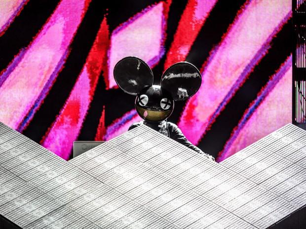 A batida do electro house do DJ Deadmau5 agita o último show no palco Butantã nesta sexta.  (Foto: Raul Zito/G1)