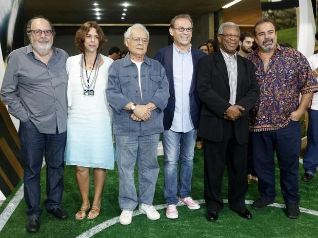 """José Wilker com o elenco na estreia do filme """"Giovanni Improtta"""" (Foto: Roberto Filho / AgNews)"""