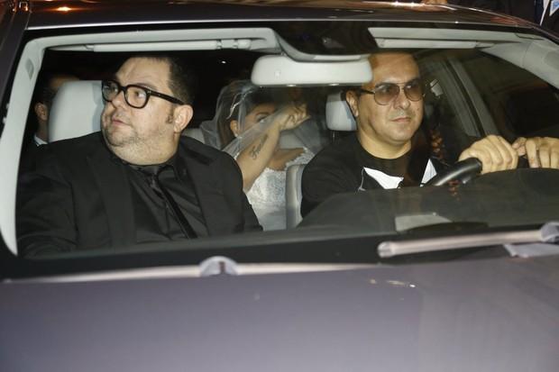 Preta Gil chegando na igreja (Foto:  Alex Palarea/Felipe Assumpção/Marcello Sá Barretto/AgNews)