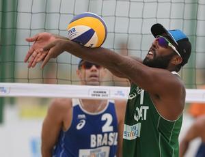 vôlei de praia Júlio e Hevaldo (Foto: FIVB)