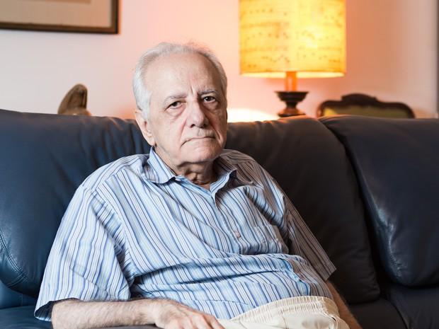 O escritor Evaldo Cabral de Mello, notório saber em História pela USP (Universidade de São Paulo), durante entrevista pra a Folha de S.Paulo, em sua casa no Rio de Janeiro (RJ). (Foto: Tomás Rangel/Folhapress) (Foto: Tomás Rangel/Folhapress)