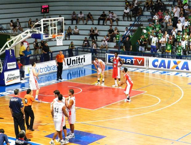 Uberlândia e Tijuca pelos playoffs das oitavas de final no UTC (Foto: Felipe Santos)