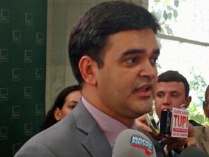 Deputado Rubens Júnior (PCdoB-MA) concede entrevista coletiva na Câmara (Foto: Carolina Cruz/G1)