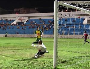 Moto e Cordino jogam no Estádio Nhozinho Santos (Foto: Reprodução/TV Mirante)