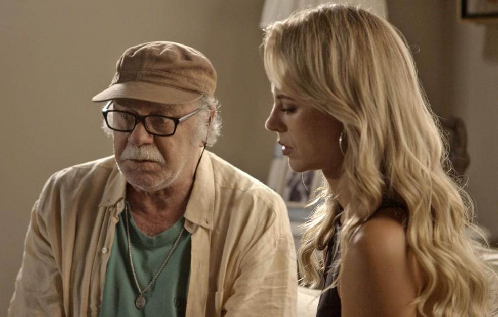 Ele pede que a nora recuse o convite para ser madrinha do filho da paraense (Foto: TV Globo)