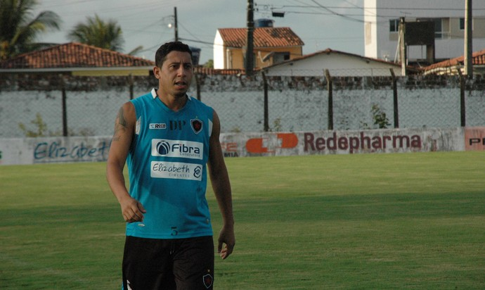 Treino, Ferreira, Botafogo-PB, lateral direito (Foto: Pedro Alves / GloboEsporte.com/pb)