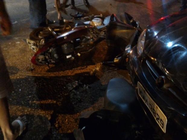 Casal que estava em motocicleta foi encaminhado para hospital (Foto: Divulgação)