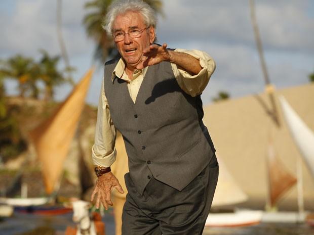 Samuel enlouquece co o barulho dos caças (Foto: Flor do Caribe / TV Globo)