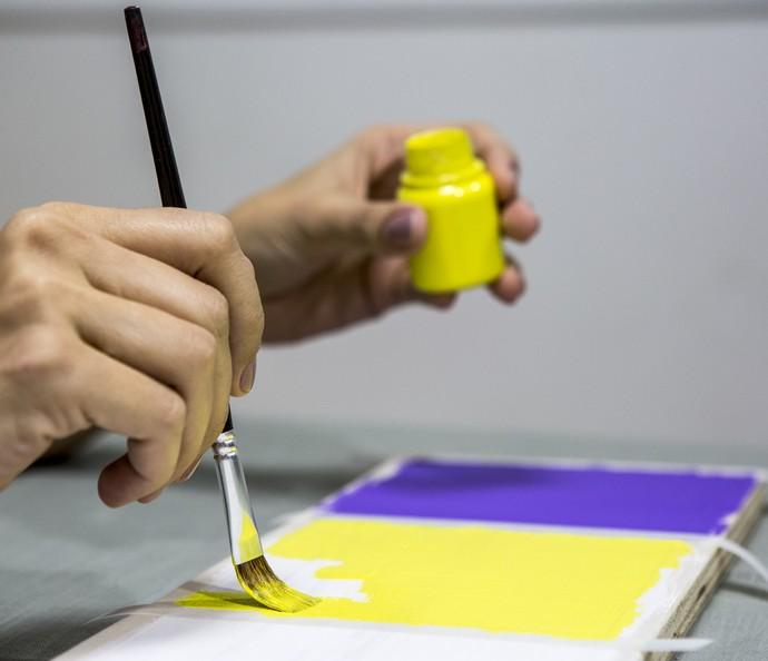Escolha as cores de sua preferência e pinte  (Foto: Ellen Soares/Gshow)