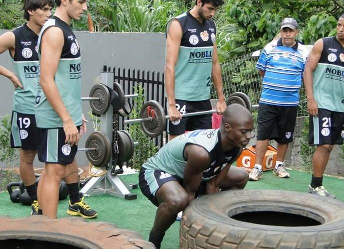Elenco comercialino faz treinos de MMA  (Foto: Gabriel Lopes/Comercial FC)