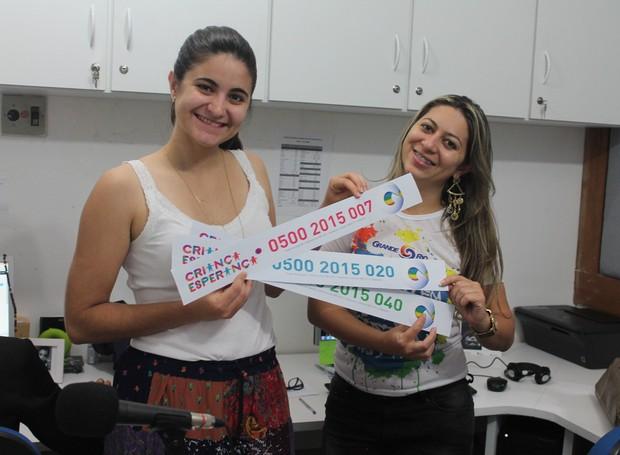 Funcionários da TV Grande Rio fazem ação para o Criança Esperança 2015 (Foto: Gabriela Canário)
