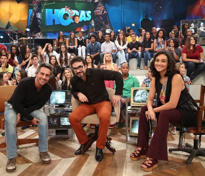 Alexandre Nero, padre Fabio de Melo e Débora Nascimento no Altas Horas (Foto: Carol Caminha/Gshow)