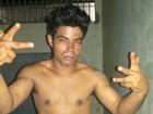 Suspeito de matar pai a golpes de terçado é preso e comemora no AC