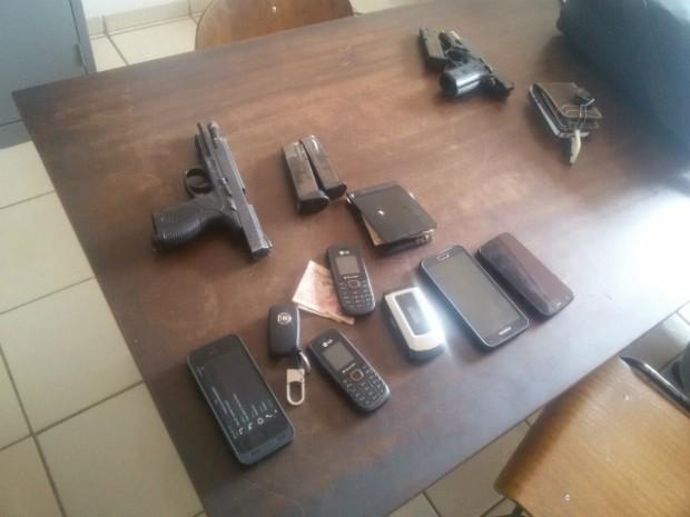 Material apreendido com os suspeitos de tentativa de roubo (Foto: Divulgação / GCM de Cerquilho)