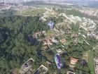 Balão com bandeira de 20 metros quadrados cai em bairro de Jundiaí